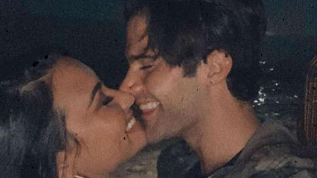 Demi Lovato und Max Ehrich küssen sich