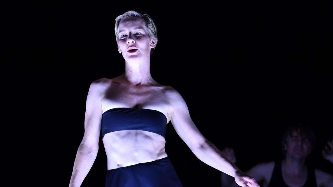 Sandra Hüller steht auf der Bühne