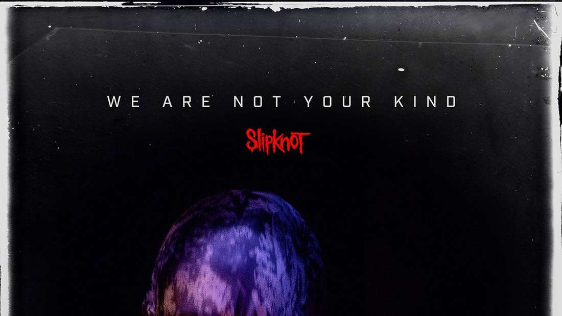 Albumcover von Slipknot. Es zeigt eine maskierte Person vor dunklem Hintergrund
