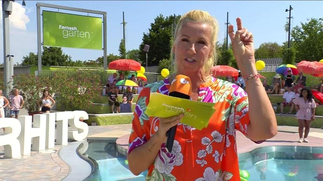 Andrea Kiewel freut sich: Im ZDF-Fernsehgarten sind endlich wieder Zuschauer.