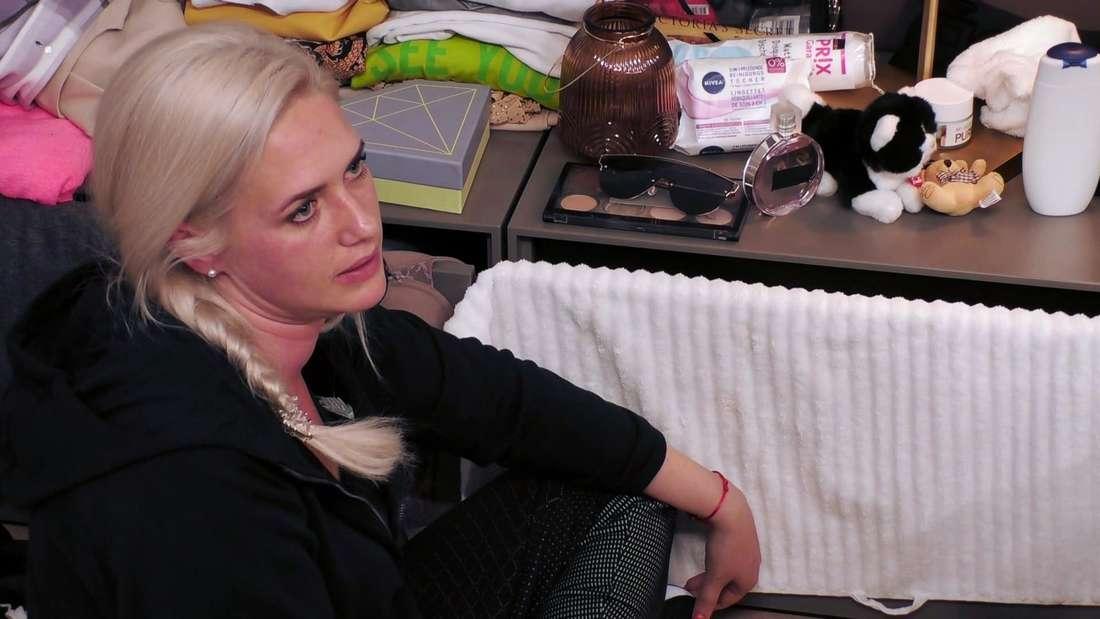 "Sarah Knappik sieht bei ""Like Me - I'm Famous"" sehr genervt aus."