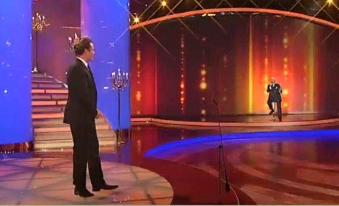 """Karl Moik singt 2010 für Stefan Mross bei der """"Krone der Volksmusik""""."""