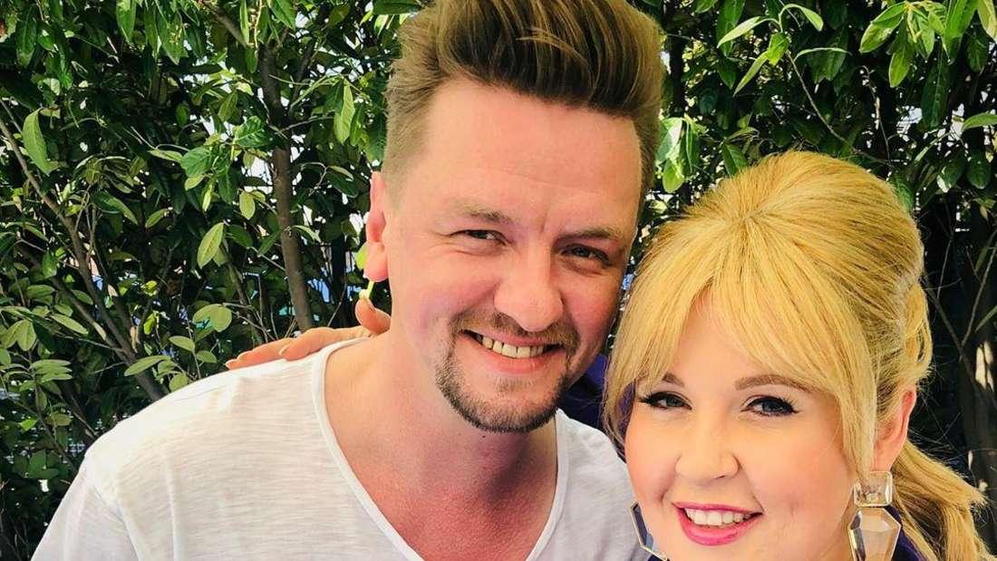 """Schlagersänger Ben Zucker und Maite Kelly zusammen Backstage bei """"Immer wieder sonntags"""" in Rust am 30. Juni 2019"""