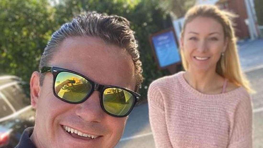 Stefan Mroos und Anna-Carina Woitschack machen ein Selfie von sich
