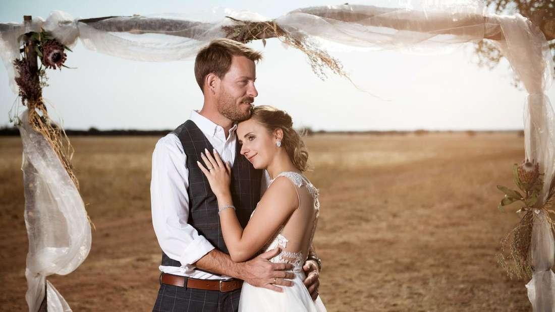 Gerald Heiser und Anna an ihrem Hochzeitstag vor traumhafter Nambia-Kulisse
