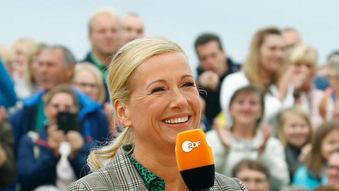 """Andrea Kiewel, Moderatorin des """"ZDF-Fernsehgartens"""", aufgenommen während einer Show."""