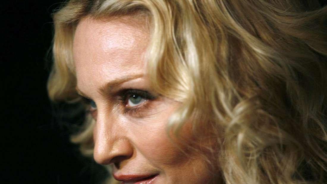 Madonnas Gesicht wurde von der Seite aufgenommen