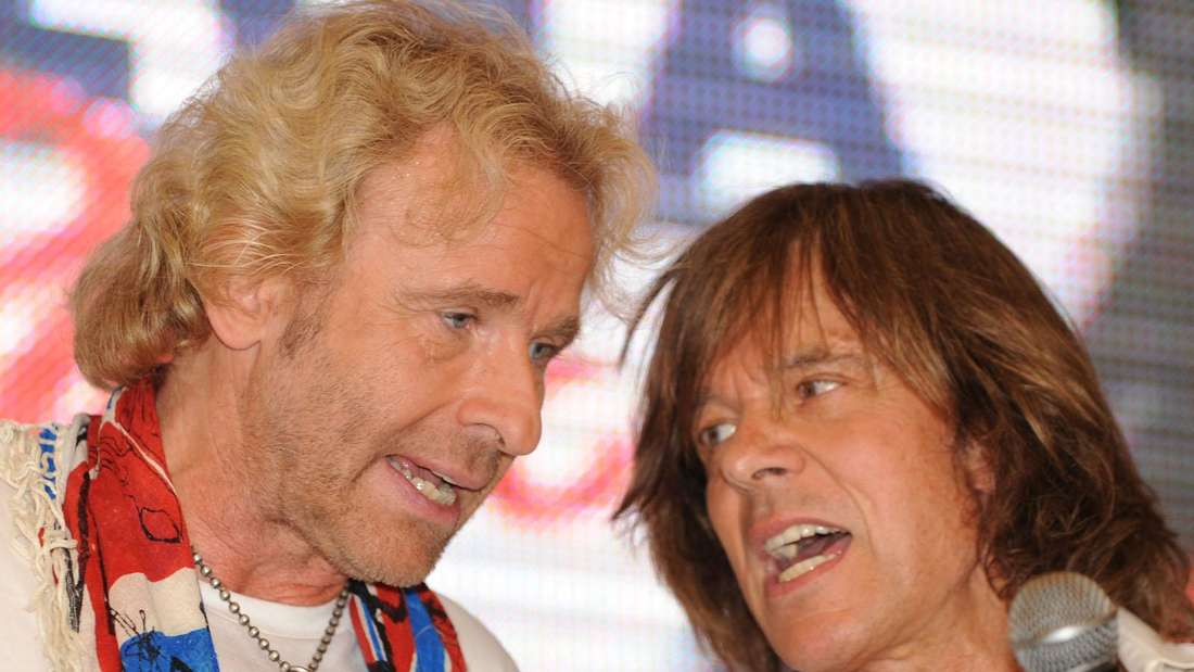 Thomas Gottschalk und Jürgen Drews singen gemeinsam auf einer Bühne