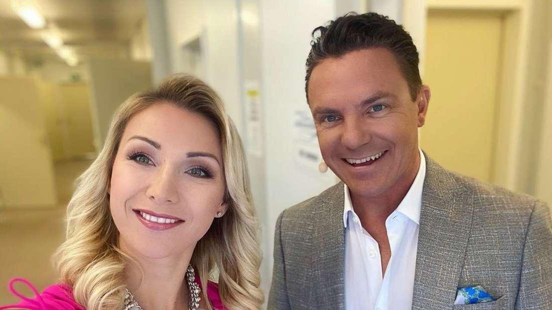 """Anna-Carina Woitschack mit Ehemann und Schlagersänger Stefan Mross am 14. Juni 2020 am Set von """"Immer wieder sonntags"""""""