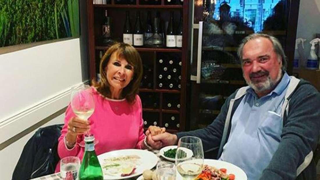 Ireen Sheer und Klaus-Jürgen Kahl sitzen am Tisch beim Essen