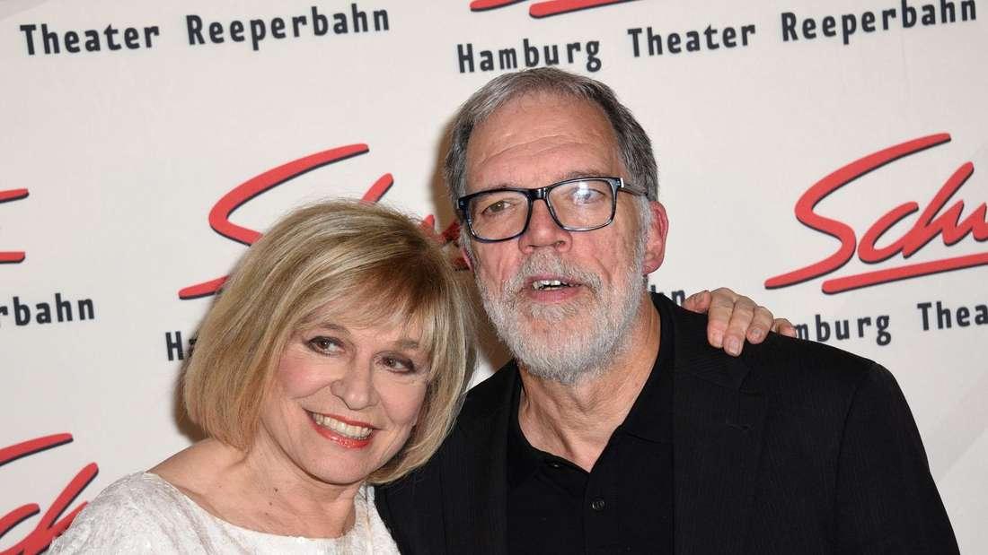 Mary Roos und Wolfgang Trapper lassen sich zusammen fotografieren
