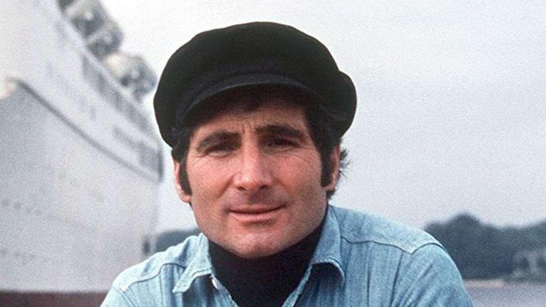 Freddy Quinn in einem Boot in Hamburg