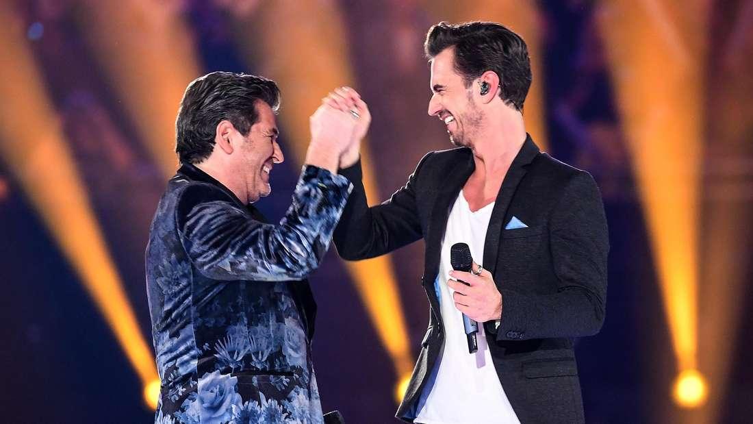 """Sänger Thomas Anders (l) und Florian Silbereisen auf der Bühne der Show """"Schlagerchampions – Das große Fest der Besten"""" am 11.01.2020"""