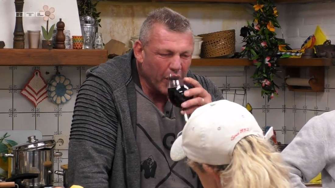 """""""Goodbye Deutschland""""-Auswanderer Andreas Robens trinkt im """"Sommerhaus der Stars"""" reichlich Rotwein"""