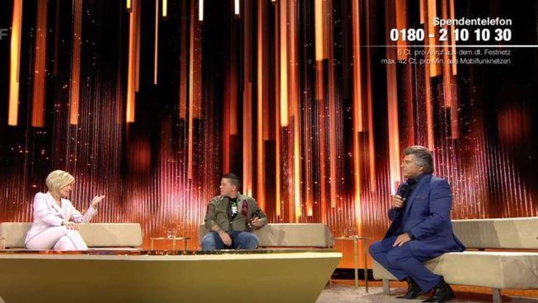 """Carmen Nebel (links), Kerstin Ott (mitte) und Andy Borg (rechts) in der Schlagershow """"Wilkommen bei Carmen Nebel"""" am Samstag, dem 19.09.2020 in Riesa."""