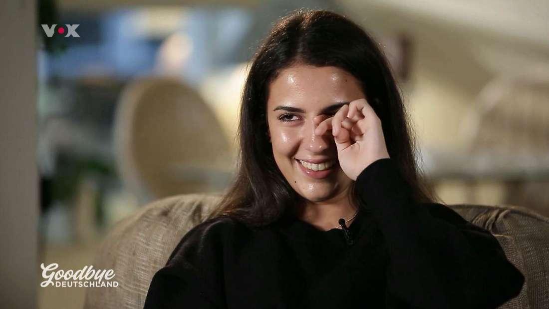 Ashley Betz versucht gegen ihre Tränen anzukämpfen.