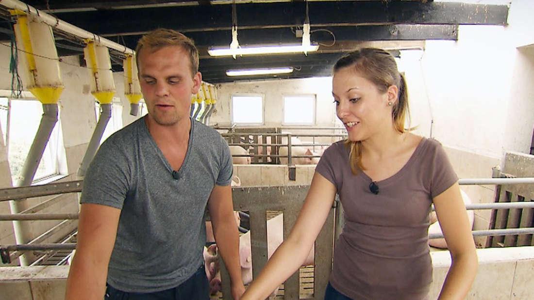 Bauer sucht Frau: Gunther und Jenny beim Putzen der Schweine.