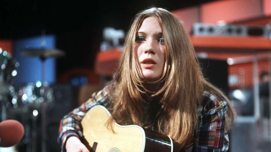 Juliane Werding singt auf der Bühne