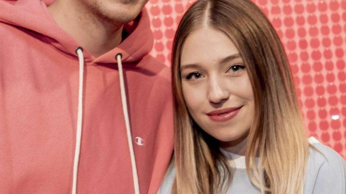 Bianca und Julian Claßen halten sich im Arm