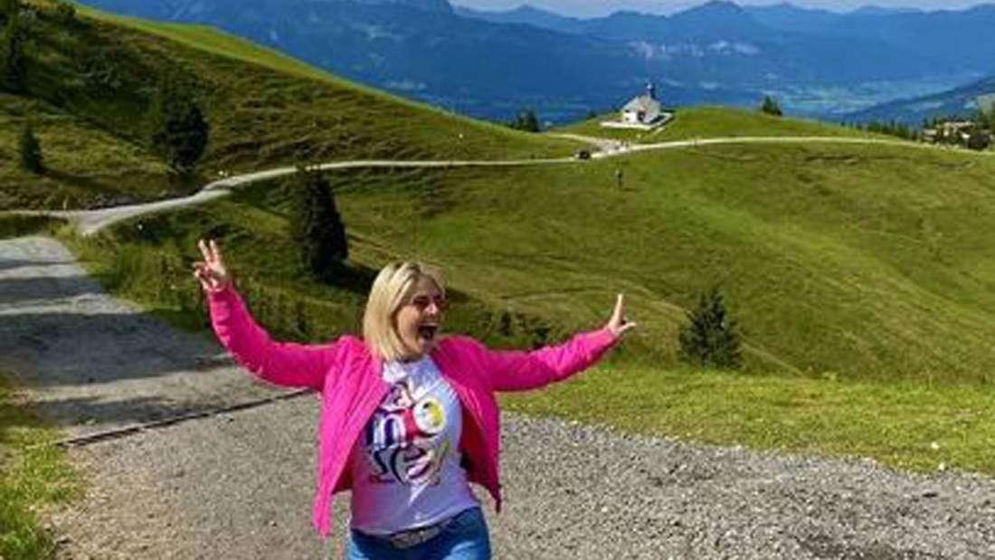Beatrice Egli wandert durch die Schweizer Berger