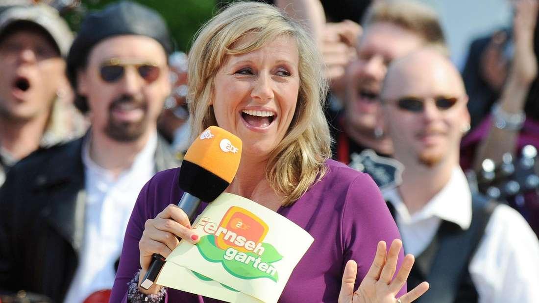 Andrea Kiewel im ZDF-Fernsehgarten lacht