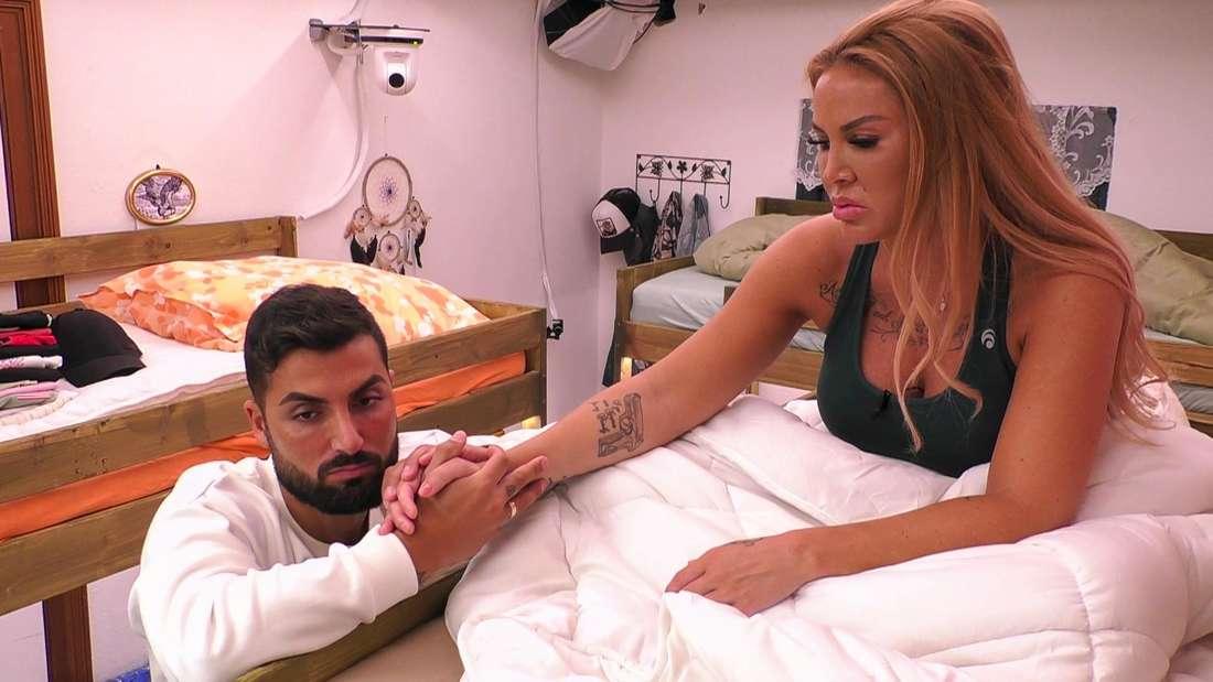 """Die Kandidaten Lou und Lisha während den Dreharbeiten von """"Sommerhaus der Stars"""" (RTL)."""