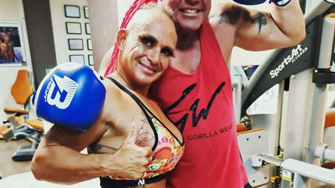 Caro und Andreas Robens im Fitnessstudio.