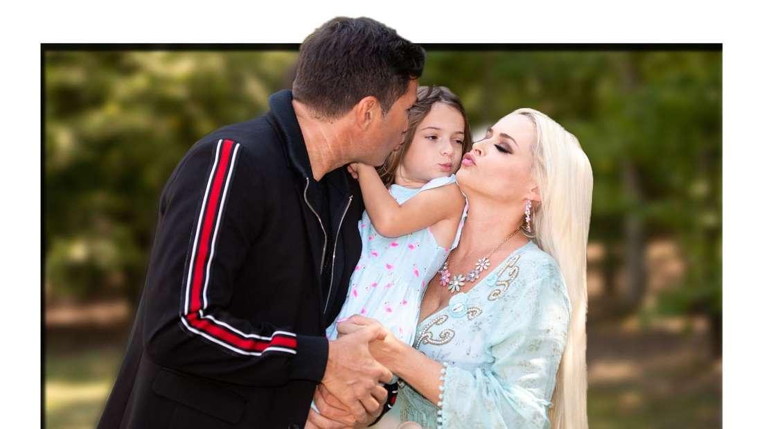 Lucas Cordalis (links) und Daniela Katzenberger (rechts) küssen bei einem Fototermine ihre Tochter Sophia (Fotomontage)