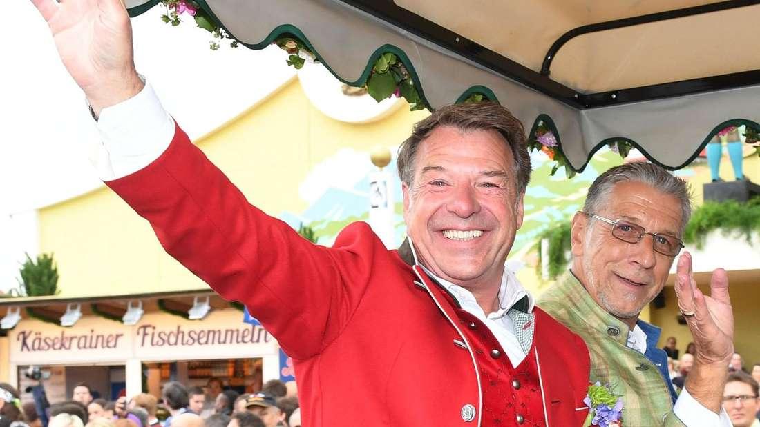 Patrick Lindner in einer Kutsche auf dem Oktoberfest