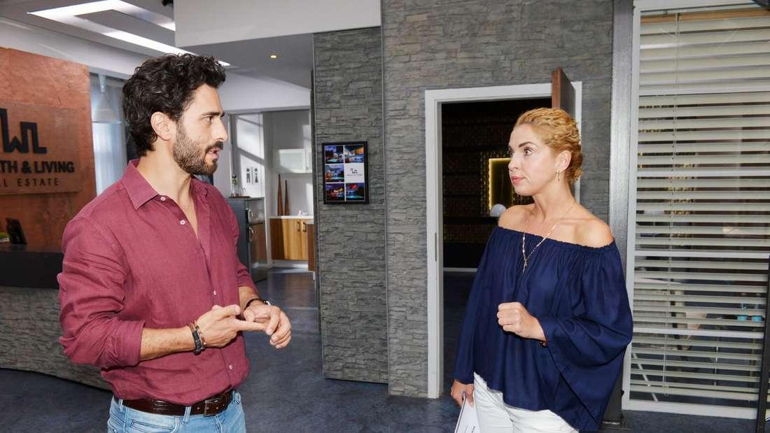 Tobias und Nina stehen sich gegenüber