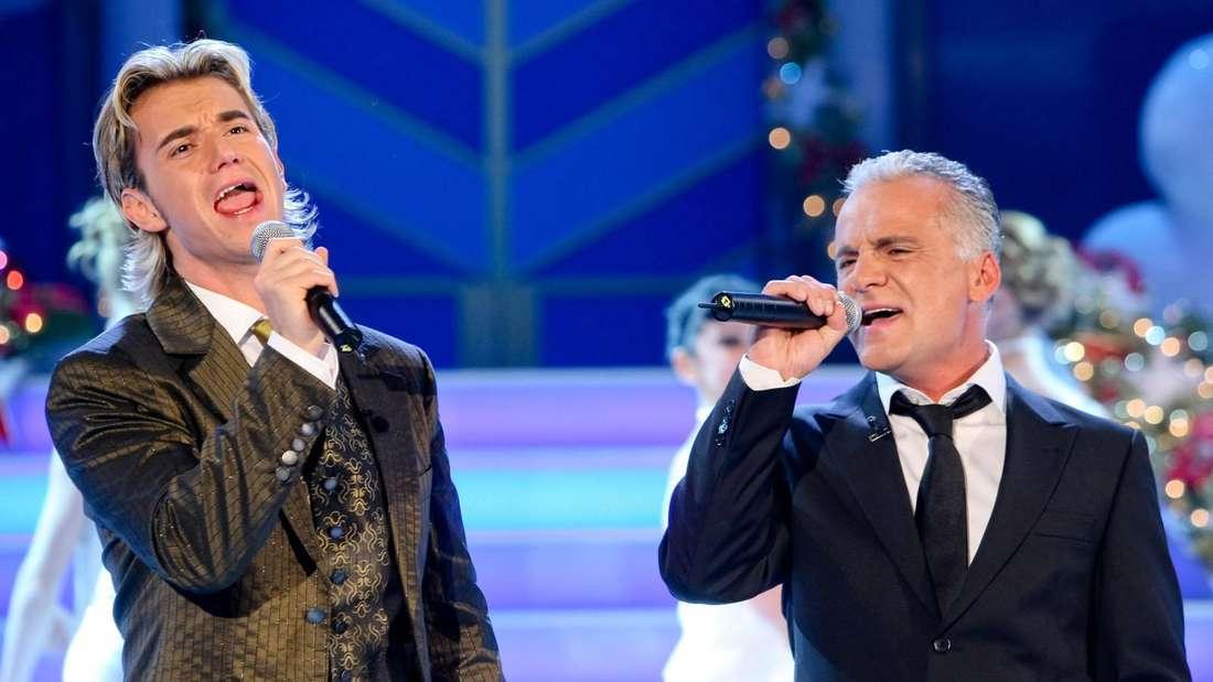 Nino de Angelo steht 2007 auf der Bühne mit Florian Silbereisen und singt