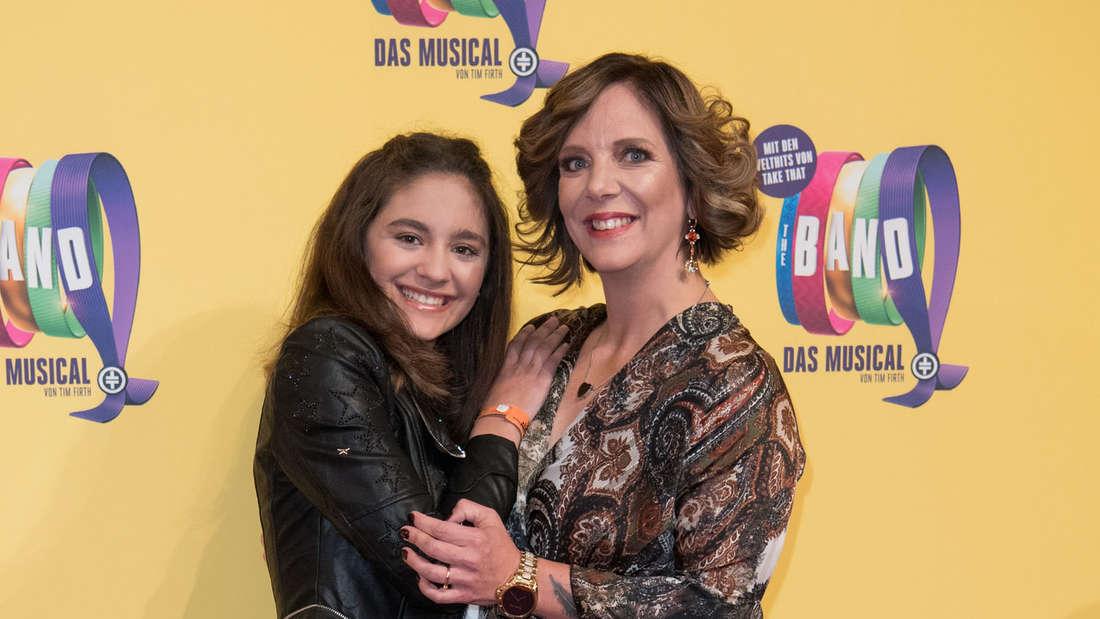 Daniela Büchner mit ihrer Tochter Jada Karabas auf dem roten Teppich