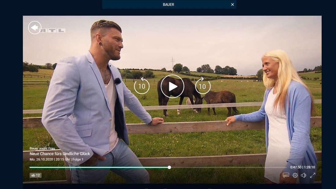 Till erklärt Denise etwas unglaubwürdig, dass er auf einem Bauernhof aufgewachsen sei.