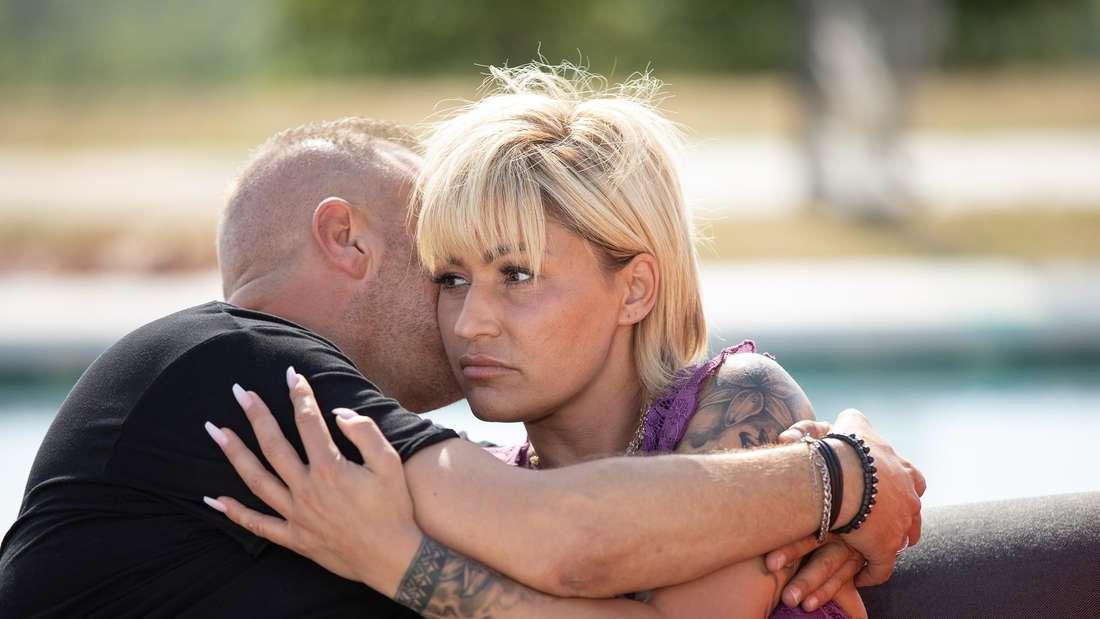 Willi und Jasmin Herren umarmen sich