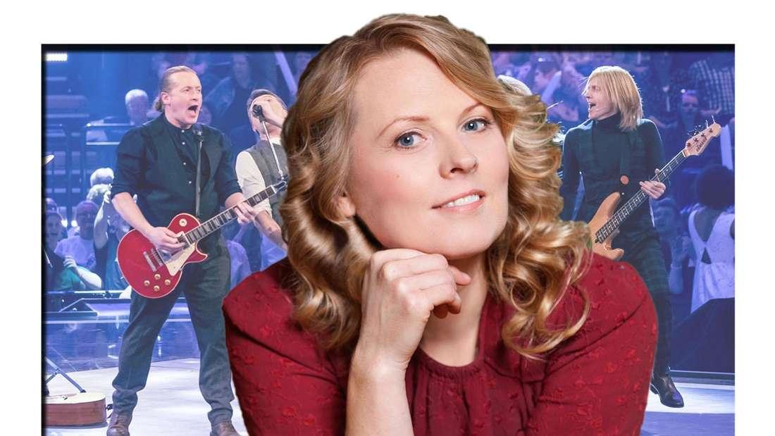 Patricia Kelly lächelt in die Kamera, im Hintergrund ihre Brüder Joey, Jimmy und John Kelly bei einem Auftritt (Fotomontage)
