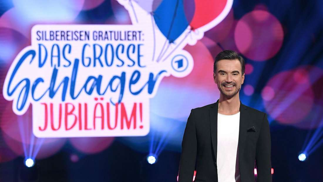 """Florian Silbereisen steht auf der Bühne der Show """"Schlagerjubiläum"""""""