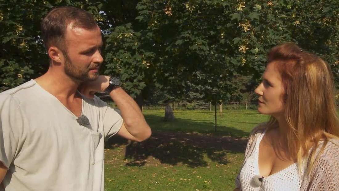 Jana und Peter im Gespräch unter vier Augen