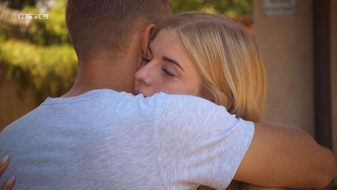 Patrick und Antonia umarmen sich
