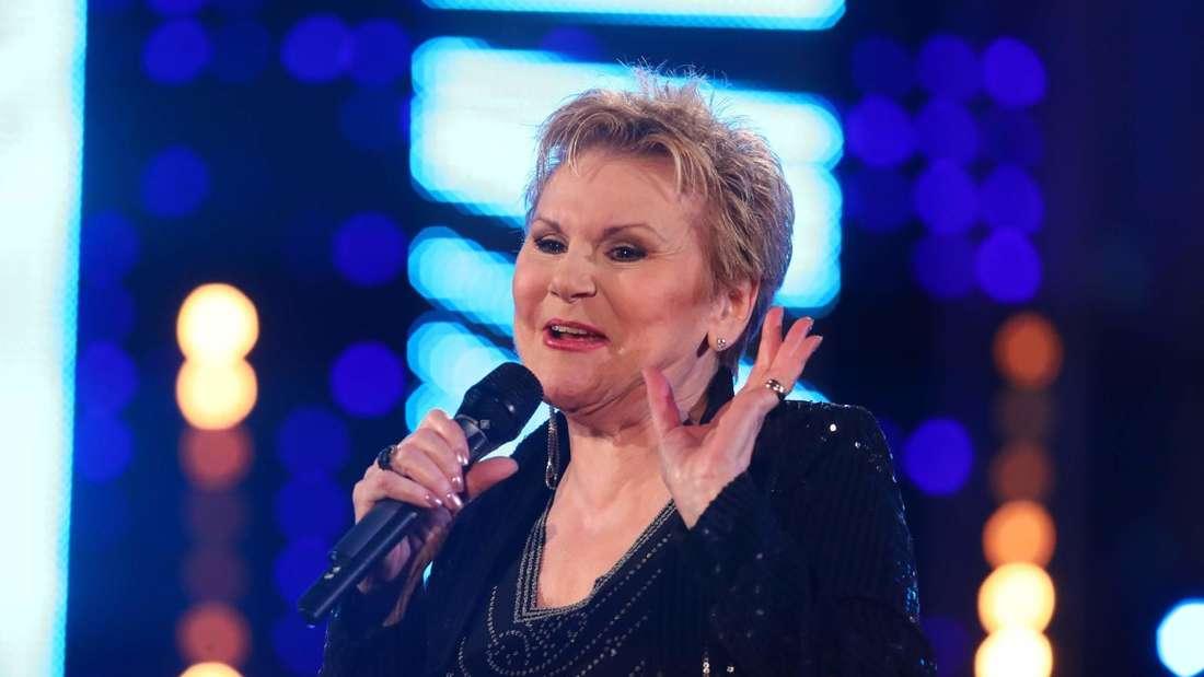 Peggy March sing in einer TV-Show
