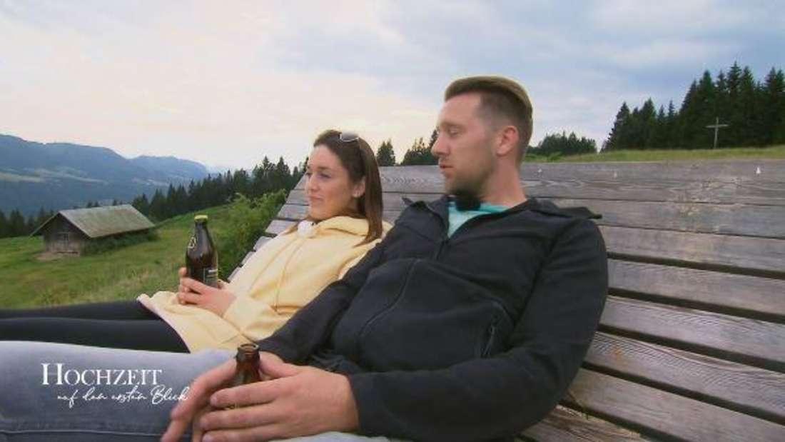 Zwischen Emily und Robert scheint es die erste Krise zu geben.