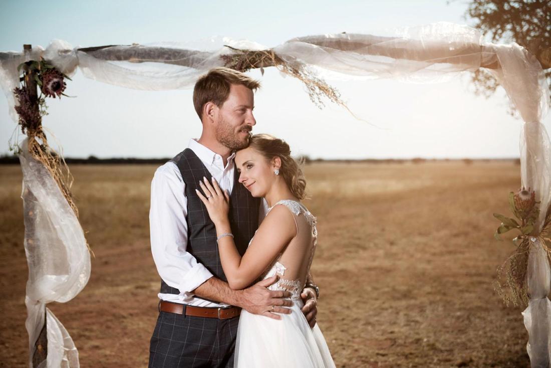 Gerald Heiser und Anna heiraten in Namibia.