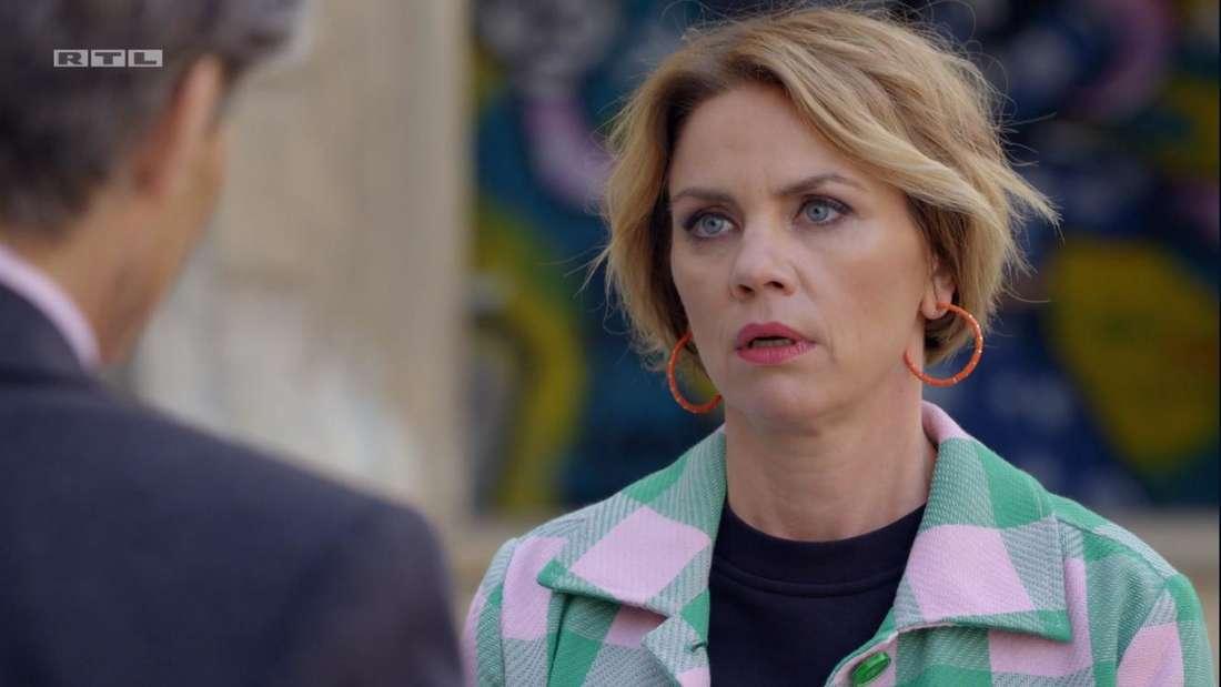 Yvonne schaut entsetzt