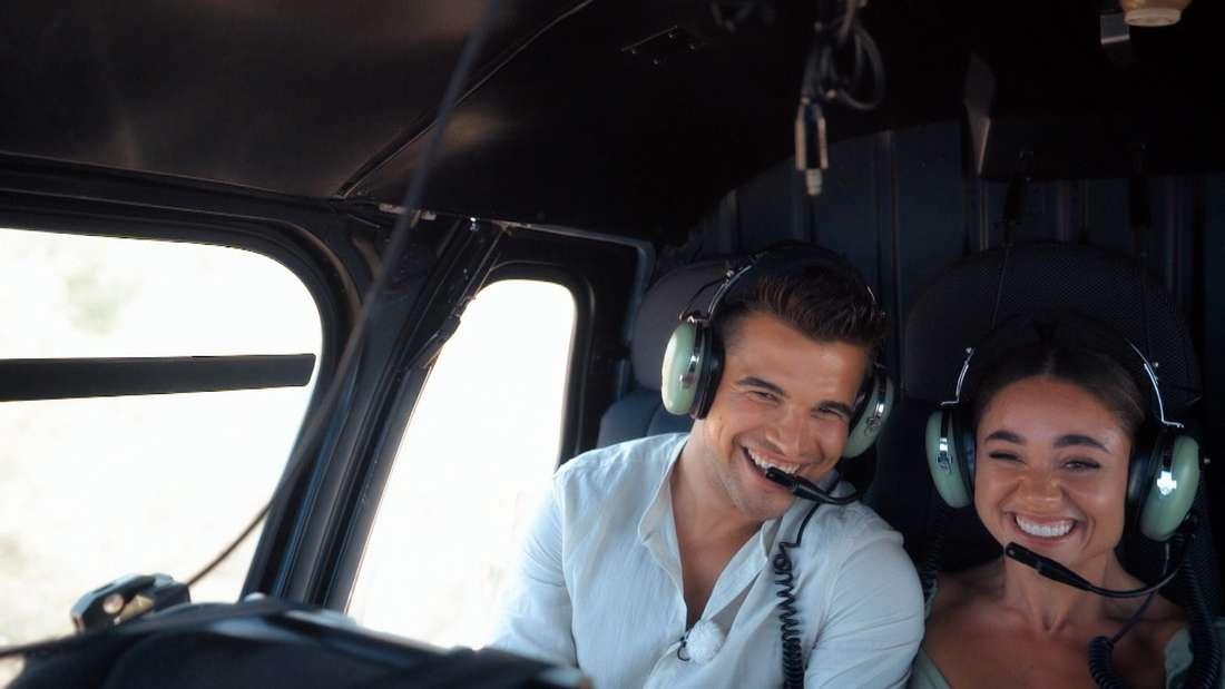 Daniel und Melissa fliegen im Helikopter