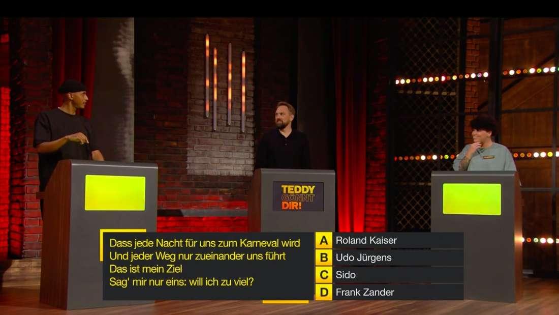 """Spiel 3 bei """"Teddy gönnt dir"""": Die beiden Kandidaten müssen Interpreten zu deutschen Liedtexten erraten."""