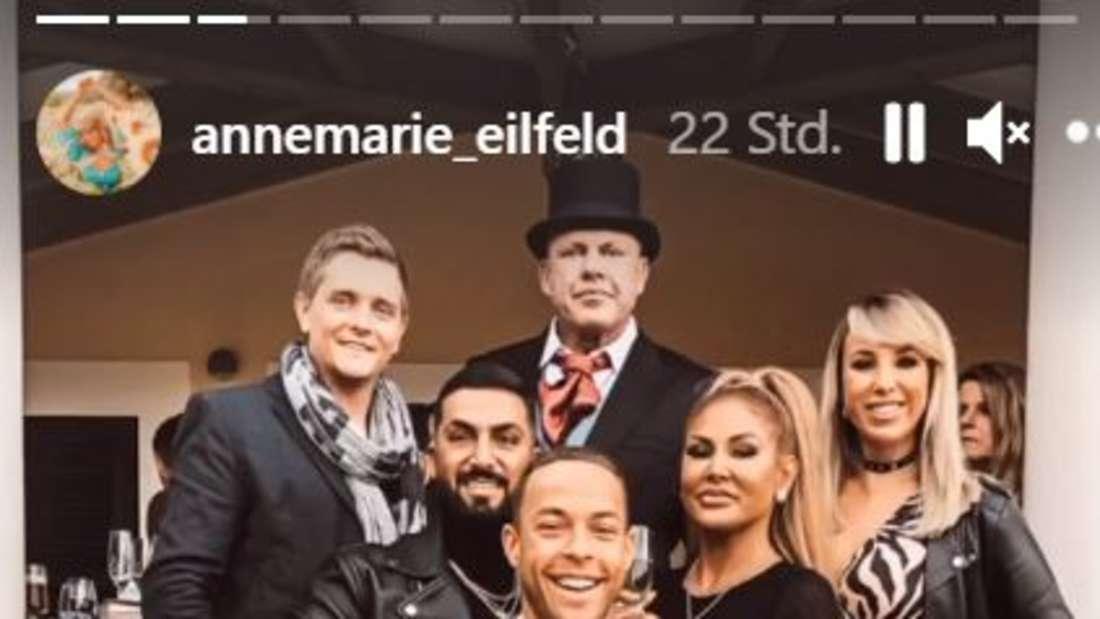 """Andreas Robens mit den """"Sommerhaus""""-Kandidaten Annemarie & Tim, Lisha & Lou und Andrej Mangold."""