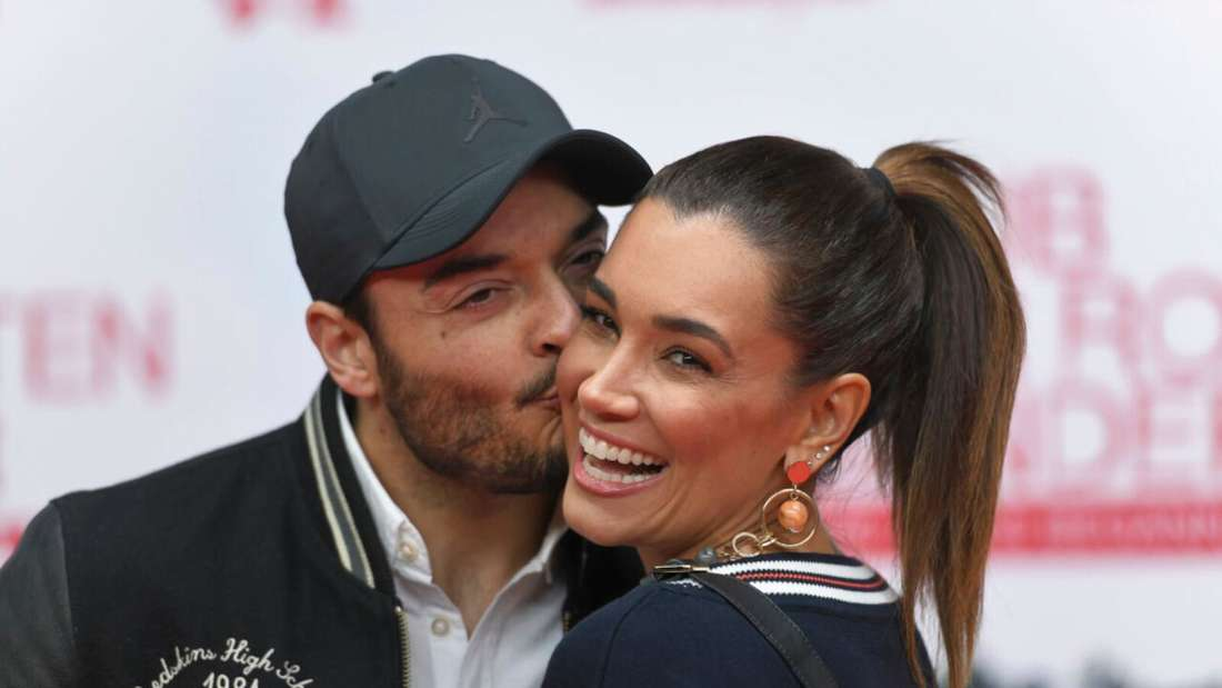 Giovanni Zarrella gibt Jana Ina einen Kuss auf die Wange