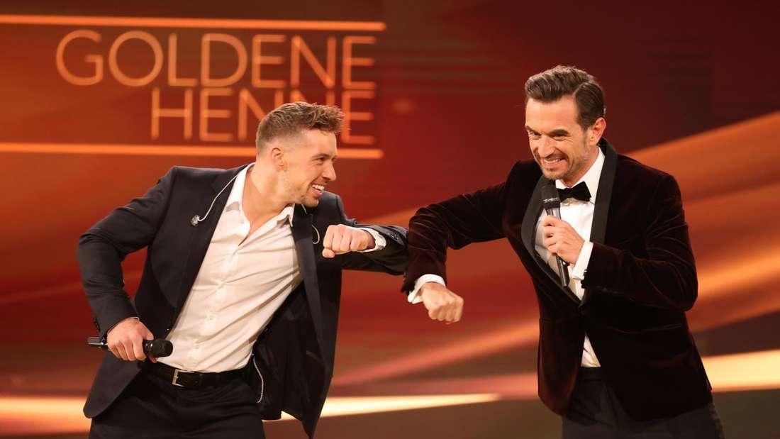 Ramon Roselly steht neben Florian Silbereisen auf der TV-Show-Bühne