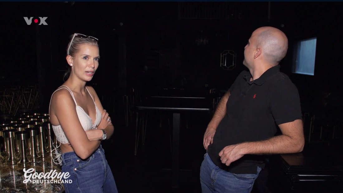 Oksana und Daniel stehen in ihrem leeren Club - seit Monaten ist er geschlossen