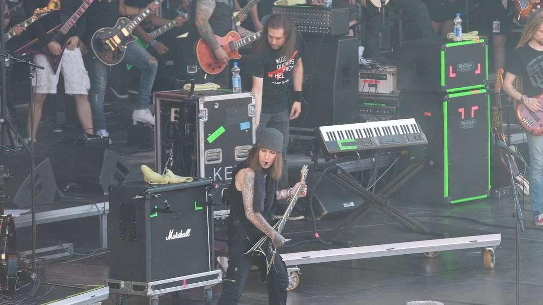Children of Bodom-Frontmann Alexi Laiho auf der Bühne in Helsinki