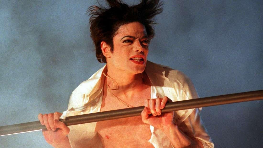 """Popstar Michael Jackson bei einem Auftritt zu seinem Hit-Album """"Thriller"""""""